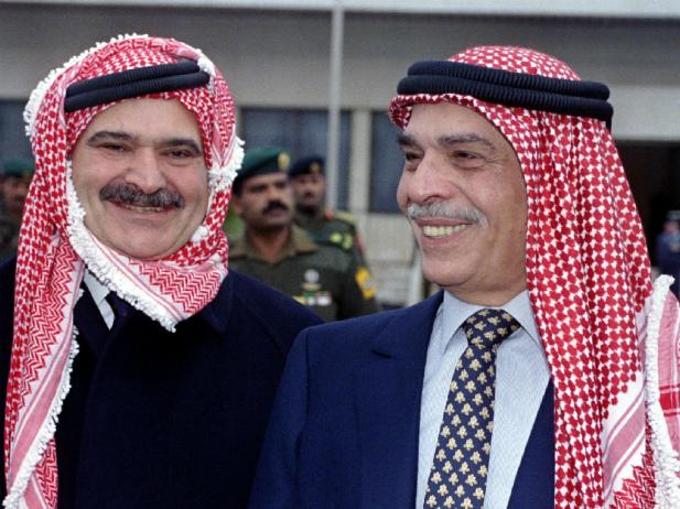 Hussein e o seu irmão Hassan, que foi durante anos o príncipe herdeiro. Antes de morrer, o rei retirou-lhe a confiança e o direito à coroa. @DR (Direitos Reservados | All Rights Reserved)
