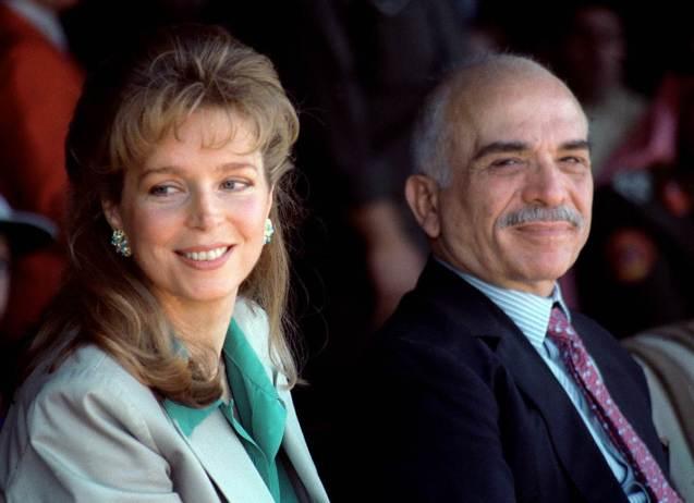 Hussein e a sua quarta e última mulher, a Rainha Noor (que mantém o título desde a morte do marido, embora a Jordânia tenha uma nova rainha, Rania, de origem palestiniana, mulher de Abdullah II). @DR