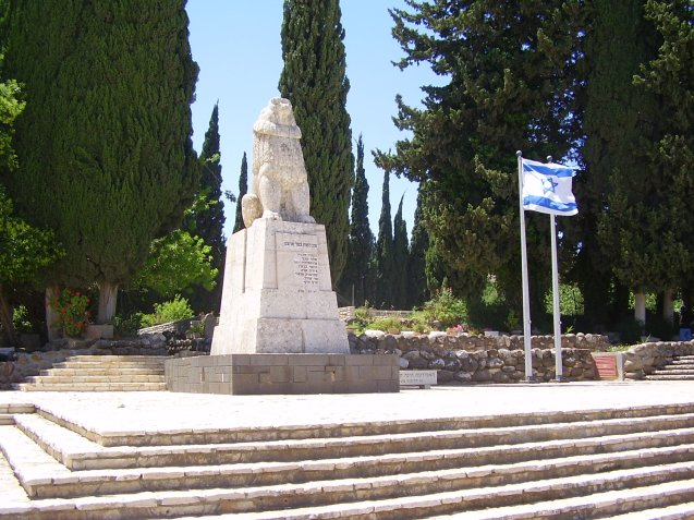 Entrada de Kfar Gila'di: principal base de desenvolvimento e defesa do Estado de Israel, os cerca de 270 kibbutzim [estatística de 1993] foram uma importante instituição: albergavam cerca de 125 mil pessoas, ou seja, 3 por cento da população; os homens representavam um terço dos oficiais do Exército, 20% dos deputados do Knesset e 25% do Governo. @DR (Direitos Reservados | All Rights Reserved)