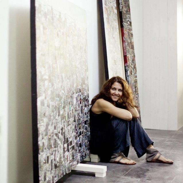 Zena Assi, artista libanesa, nasceu em 1974. As suas obras têm sido vendidas com sucesso pelas leiloeirasSotheby's eChristie's. Os seus temas são variados, mas a série dedicada a beirute é considerada um dos seus trabalhos mais extraordinários © savatier.blog.lemonde.fr/