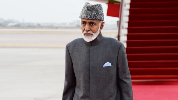 No regresso a Mascate, em Março de 2015, depois do internamento na Alemanha, um irreconhecível sultão, muito debilitado fisicamente devido a uma doença incurável, nunca identificada oficialmente. @ ONA (Oman News Agency)