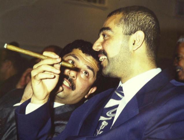 Qusay Hussein (à esquerda) e Uday Hussein, os filhos de Saddam Hussein, aspirantes à sucessão. Também eles foram mortos. © Direitos Reservados |All Rights Reserved