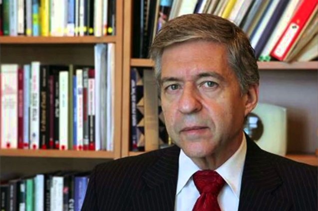 Yossi Beilin antigo líder do partido de esquerda israelita Meretz e um dos negociadores dos Acordos de Oslo em 1993. © middleeastmonitor.com