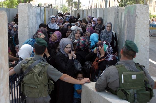 Israel, que deixou de se preocupar com os filhos dos palestinianos, não deveria surpreender-se quando eles vêm banhados em ódio para se fazer explodir nos centros onde os israelitas fogem da realidade.  @DR (Direitos Reservados | All Rights reserved)