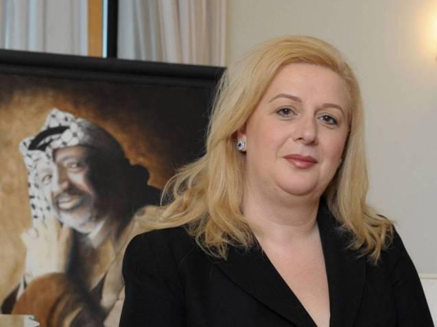 """Suha Arafat, a viúva do chefe da OLP, ordenou que o seu corpo fosse exumado para averiguar se ele foi envenenado. Ela insiiste em que a morte """"foi um crime"""". Sobre as críticas que lhe têm sido dirigidas, defendeu-se: """"DEpois da [Segunda] Intifada, Yasser e eu fomos vilipendiados como demónios - consideravam-me a  Maria Antonieta do mundo árabe"""".   @The Independent"""