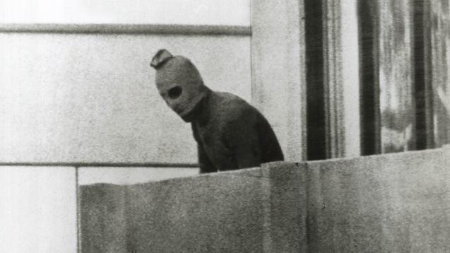O massacre de 11 atletas israelitas nos Jogos Olímpicos de Munique, em ... foi levado a cabo pelo movimento Setemnro Negro que designou o ataque de Operaçao Ikrit e Bira,. © Direitos Reservados | All Rights Reserved