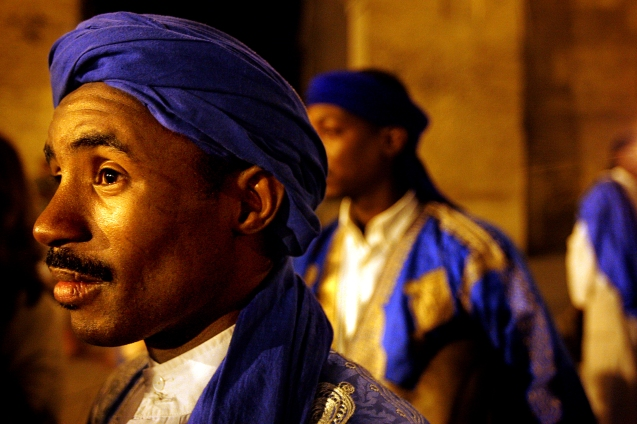 Ahwach Tissint , grupo de danca berber no Bab Boujloud , no festival de musicas sagradas de fes . Fes , 09 de Junho de 2006 . @Enric Vives-Rubio