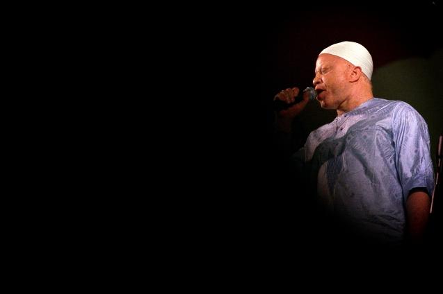 Salif Keita , musico de Mali no festival de musicas sagradas de Fes . Fes , 10 de Junho de 2006 @Enric Vives-Rubio