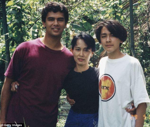 Com os dois filhos, Alexander (à esquerda) e Kim. @DR (Direitos Reservados | All Rights Reserved)