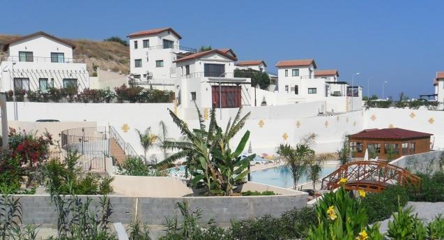 Casas à venda no Norte do Chipre. Os agentes imobiliários mais escrupulosos avisam que muitas delas estão envolvidas em processos judiciais litigiosos e que os potenciais compradores devem tomar precauções. Ler aqui. @DR