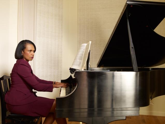"""Os pais de Condi deram-lhe, aos 15 anos, um piano Steinway, quando ingressou na Universidade de Denver, onde se licenciou aos 19, em Ciência Política. Mais tarde, seria uma """"reputada sovietóloga"""", sem falar russo. © Alan Cross"""