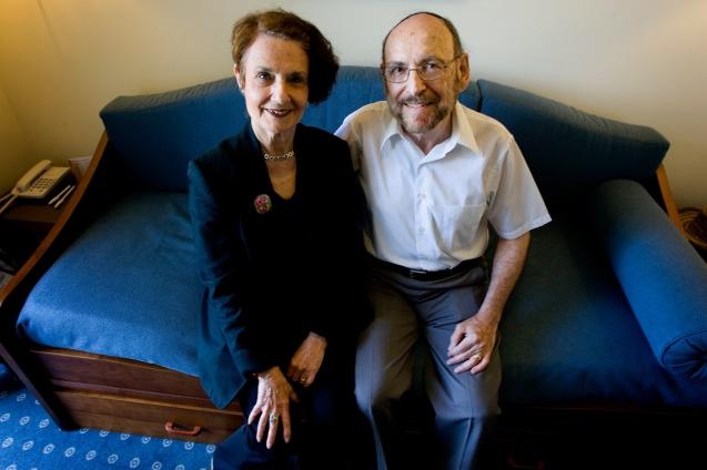 Desde o Outono de 2005 que o Rabi Jules e a sua mulher, Navah Harlow, vêm a Lisboa todos os anos para guiar os Bnei Anussim,. Ele pertence à Assembleia Rabínica Masorti. É o seu chefe de liturgia, edita e traduz os novos Siddurim (livros de orações judaicas © Pedro Cunha