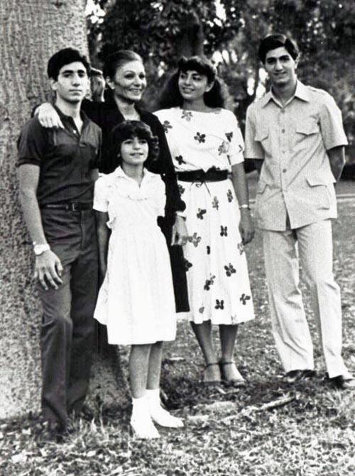 A imperatriz Farah com os seus quatro Alireza, Leila, Farah, Farahnaz & Reza Pahlavi Family @DR