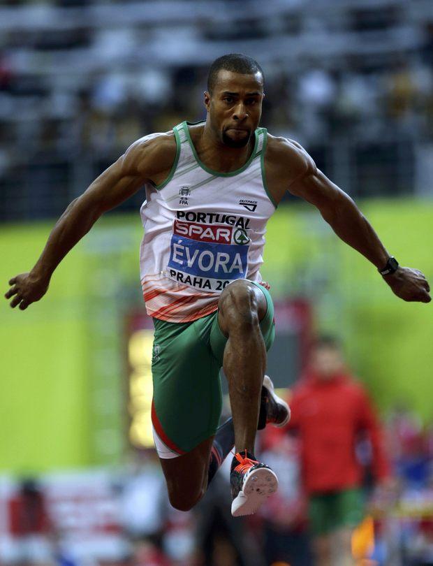 Em Praga, 7 de Fevereiro de 2015, Nelson Évora sagrou-se campeão europeu, conseguindo o seu primeiro grande título indoor, com um triplo salto a 17,21 metros. © EPA