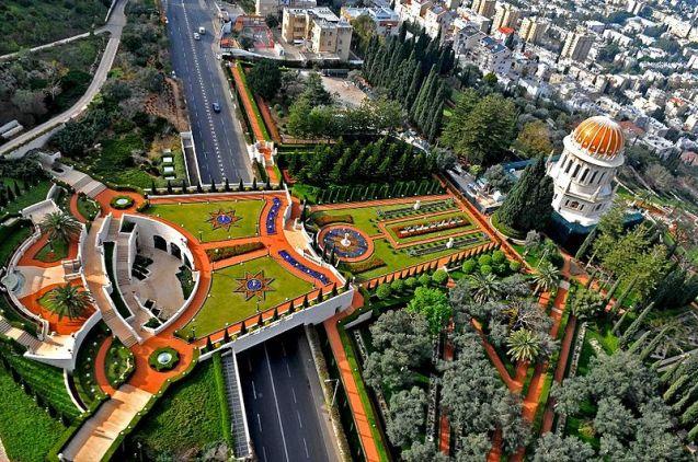 O Santuário de Báb e os Jardins Bahá'í, em Haifa (Israel). © Zvi Roger