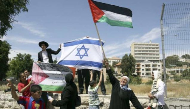 Israeli Arabs next to Israeli Jews holding national flags, Jerusalem, May 15, 2010 @Reuters