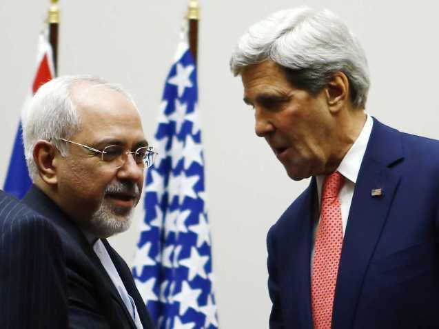 Em 23 de Novembro de 2013, o secretário de Estado norte-americano, John Kerry (à direita - na foto com o chefe da diplomacia de Teerão, Mohammad Javad Zarif), anunciou um acordo entre o Irão e os países P5+1 (Alemanha, China, Estados Unidos França, Reino Unido e Rússia) que prevê o levantamento parcial de sanções económicas em troca do compromisso, por parte do novo Presidente Hassan Rouhani de limitar o enriquecimento de urânio do Irão. @DR (Direitos Reservados | All Rights Reserved)