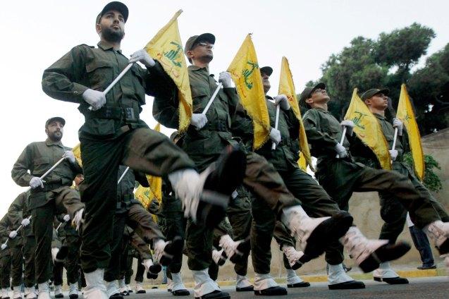 Milicianos do Hezbollah ou Partido de Deus, movimento xiita criado (nos anos 1980) e financiado pelo Irão, no Líbano, onde ambos estabeleceram um aliança estratégica. © Hussein Malla| AP