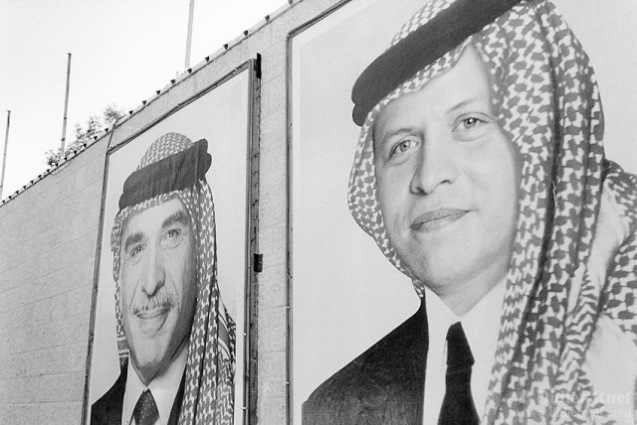 Photos of Hussein and Abdullah II on display in Amman, capital of Jordan. The new king is son of the second wife of his father, princess Muna al-Hussein (born Antoinette Avril Gardiner, an English lady). © Didier Ruef