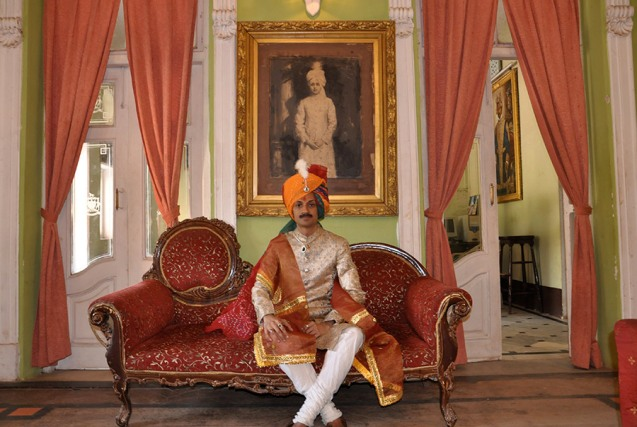 O príncipe no seu palácio. @DR (Direitos Reservados | All Rights Reserved)
