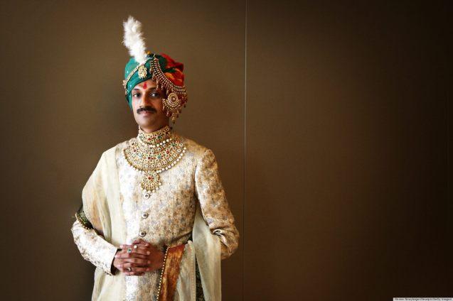 """Manvendra Singh Gohil, descendente de uma dinastia com 600 anos, nasceu num berço de ouro, como ele próprio nos disse: """"Tive todos os luxos reservados a um príncipe herdeiro. Nada me faltou – a melhor educação, a melhor alimentação, as melhores roupas, o melhor de tudo para a vida"""". Mas não era feliz. @Renee Nowytarger/Newspix/Getty Images)"""
