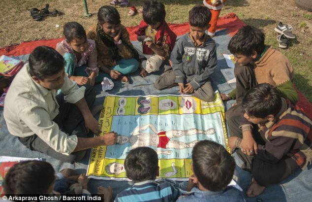A ONG Butterflies também oferece às crianças educação, abrigos e alimentos. @Arkaprava Ghosh | Barcroft India | The Daily Mail