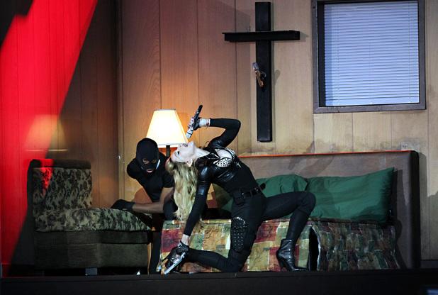 Em 1 de Agosto de 2012, num novo concerto em Varsóvia, Madonna exibiu um vídeo, alegadamente, para homenagear as vítimas da sublevação no gueto judeu de Varsóvia, 68 anos antes. @DR (Direitos Reservados | All Rights Reserved)