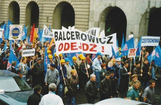 "Protestos em Varsóvia, em 1989, contra o ""Balcerowicz"". @ Beyond the Transition Blog"