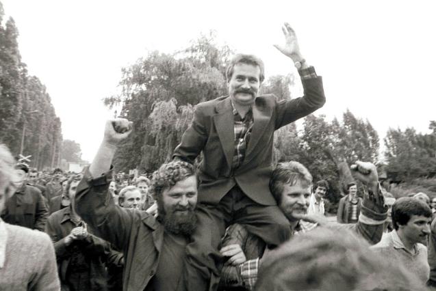 Lech Walesa, líder do movimento Solidariede - crucial para a queda do regime comunista - e futuro Presidente, durante uma greve nos Estaleiros Lenine, em Gdansk (Agosto 1980). @ Marek Zarzecki   Reuters