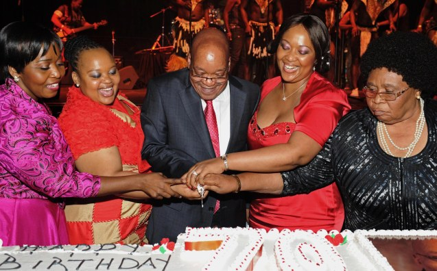 "As quatro mulheres ""oficiais"" de Jacob Zuma: Bongi Ngema - Zuma, MaNtuli Zuma, Tobeka Madiba - Zuma and MaKhumalo Zuma as He Celebrates His Birthday). President Jacob Zuma celebrates His 70th birthday at ICC in Durban. South Africa. 13/04/2012 @"