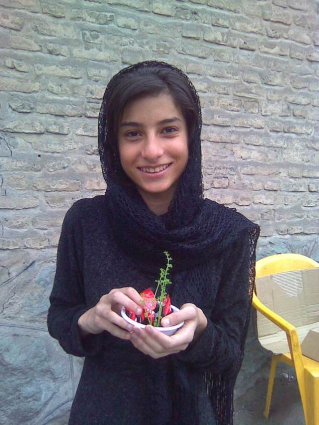 "In the midst of adversity, Fariba Kamalabadi experienced a small miracle. ""One day, when the 14th birthday of her youngest daughter, Taraneh Taef (in the photo) was near, not having anything to give her, she noticed that the meal that was served had a rotten carrot"", says Iraj, the brother of the imprisoned leader.""She also noted that the carrot had roots growing. She wrapped it in paper moistened with water, and the plant began to grow even without sunlight. When the family went to visit, she offered the carrot to her daughter as a birthday present. it was a very moving moment."" @ All Rights Reserved"