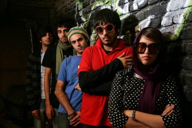A imagem de marca de Os Gatos Persas, já à venda em DVD em Portugal: um filme-documentário centrado num grupo de jovens músicos iranianos de rock-indie, que actua clandestinamente para sobreviver. @DR (Direitos Reservados | All Rights Reserved)