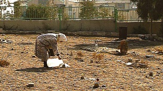 Khavaran, o cemitério sem lápides e flores, onde o regime iraniano despejou em valas comuns os corpos de cerca de 10 mil opositores, entre 1988 e 1989 – um dos piores crimes da revolução islâmica. @Mehrnoushe Solouki