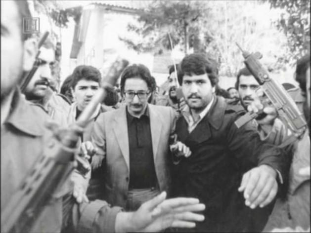 Banisadr (ao centro) durante a crise dos reféns norte-americanos, em 1979 © Direitos Reservados | All Rights Reserved