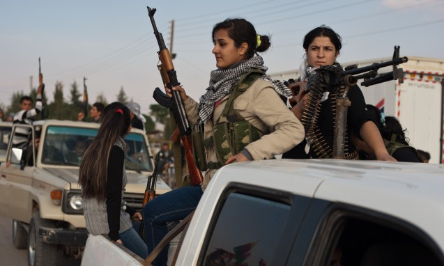 Kurdish anti-Syrian government activists parade through the streets in celebration of the official declaration of liberation of the city of Derik, near Al-Malikiyah, on 15 November 2012. © Direitos Reservados | All Rights Reserved