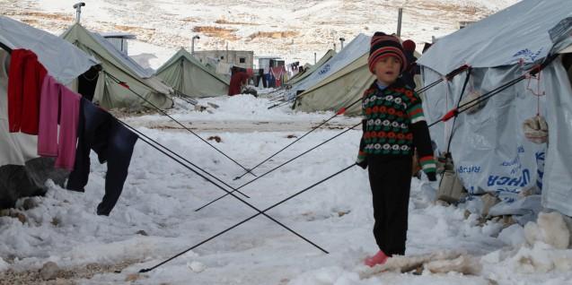 De país de acolhimento de refugiados palestinianos, a Síria tornou-se um país de onde a sua população foge agora para o Líbano, a Jordânia, o Iraque e a Turquia: a ONU calcula que o número de civis que procuraram refúgio nos territórios fronteiriços se aproximava do dois milhões em 2013. © Direitos Reservados | All Rights Reserved