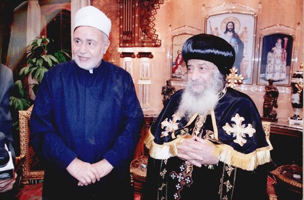 Shenouda III com o Xeque Muhammad Sayyid Tantawi (à esq.), grande Mufti e Imã da Mesquita de al-Azhar que morreu. na Arábia Saudita, em 10 de Março de 2010 © Direitos Reservados | All Rights Reserved