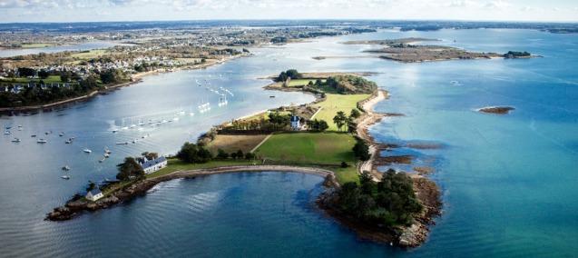 A ilha privada de Böedic, na França, que está à venda por € 9; Böedic fica situada no golfo de Morbihan, na região da Bretanha (França) @ Vladi Private Islands