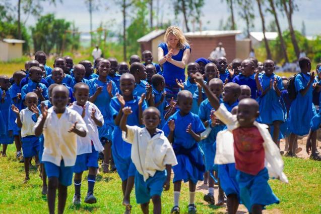 Nyla Rodgers numa das missões do Mama Home em África @Nyla Rodgers