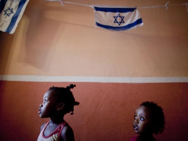 Cerca 60 mil africanos pediram asilo em Israel: a maioria dos que atravessaram a península egípcia do Sinai em busca de segurança – homens, mulheres e crianças – provém da Eritreia ou de zonas do Sudão como o Darfur, onde as suas vidas correm perigo se voltarem. © The Independent