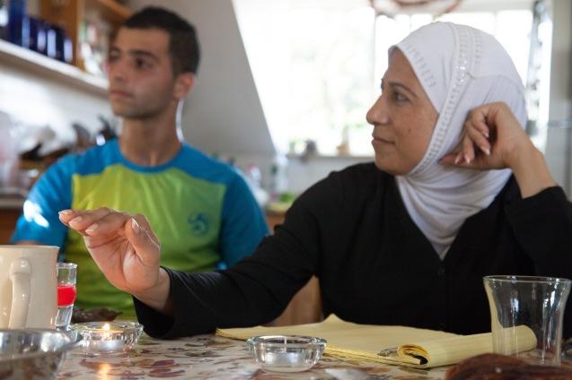 Nibal Hamdan Raj, a co-directora palestiniana do Sulha Project, durante uma reunião de coordenadores, em Jerusalém, no Verão de 2013. © Udi Goren