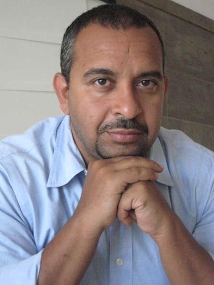 """""""No caso da TV estatal egípcia, impedir que as mulheres lessem as notícias com o lenço tornou-se problemático, em parte porque a maioria das mulheres no país usa de facto o véu e, portanto, as locutoras não representavam o padrão da sociedade"""", disse o académico Adel Iskandar. @ Jadaliyya"""