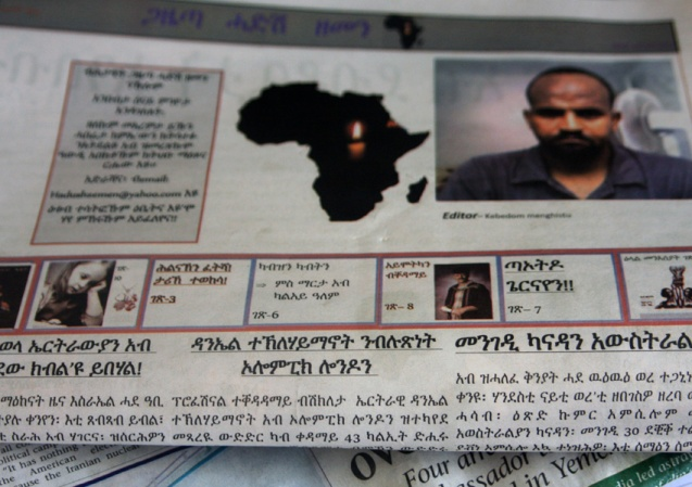 """O jornal Hadush Zemen (""""New Century""""/""""Novo Século""""), criado por Kebedom Mengistu, para ajudar os imigrantes ilegais, como ele, a sobreviver num ambiente hostil. @"""
