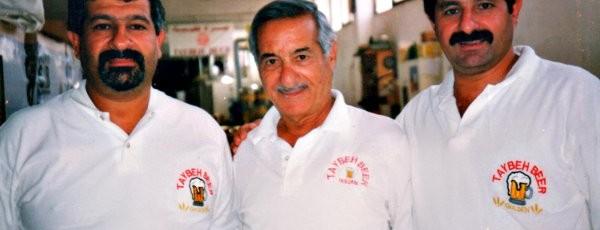 A Taybeh Brewing Company é um negócio de família. Nasceu em 1994, um ano após a assinatura dos Acordos de Oslo Peace quando David (à esquerda) e o irmão Nadim aceitaram o conselho do pai de ambos, Canaan David Khoury (1926-2002; ao centro) para regressarem à aldeia-natal de Taybeh, depois de viverem mais de 20 anos nos EUA. @Taybeh Brewing Company