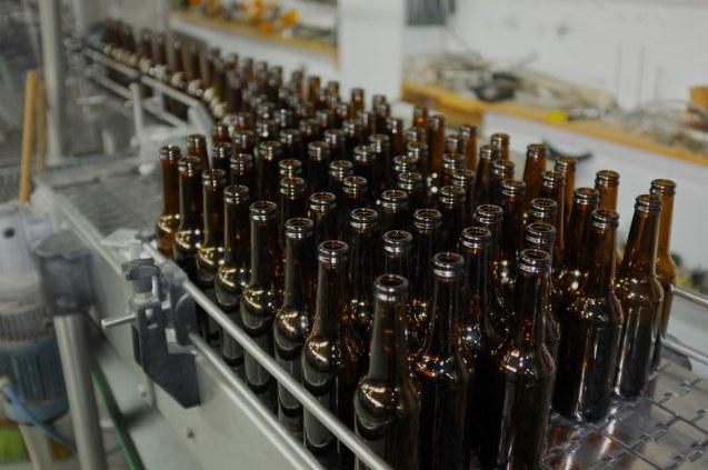 A primeira cerveja Taybeh foi produzida em 1999. A família Khoury importava de Portugal pelo menos 10 contentores/ano, cada um com 75.000 garrafas. @ Taybeh Brewing Company