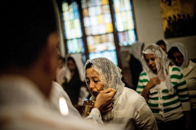 Abril de 2013: Missa na igreja copta ortodoxa de St. Mary and St. Antonios em Ridgewood, Queens (Nova Iorque) durante as celebrações da Quaresma: 55 dias de orações e jejum que precederam a Páscoa, em Maio. @ Robert Stolarik | The New York Times