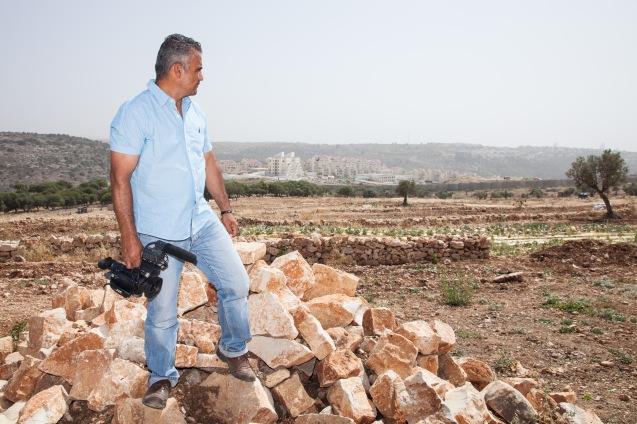 """Em Bi'lin, a aldeia de Emad Burnat, onde terreas foram confiscadas para construir o """"muro de separação"""" e exapndir colonatos judaicos. Foi aqui que o agricultor-cineasta se inspirou para realizar 5 Broken Cameras. @Udi Goren"""