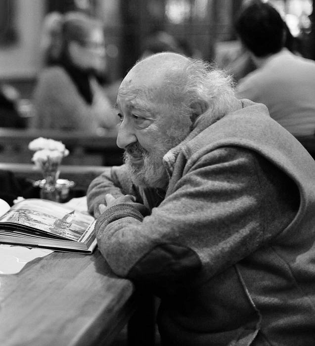 Master Guler at Kafe Ara, in Istanbul. Courtesy of @Rene Sommer Documentary Photography