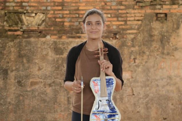 Tania Vera, 15 anos, foi uma das primeiras alunas de Favio Chávez; a música mudou a sua vida e ela, ao contrário dos irmãos, quer concluir um curso universitário. @Creative Vision Foundation