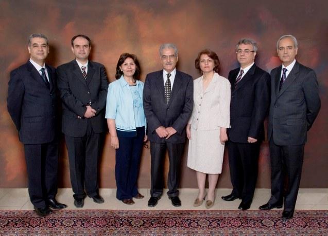Os sete líderes bahá'ís na prisão desde a Primavera de 2008. Da esquerda para a direita: Afif Naeimi, Vahid Tizfahm, Mahvash Sabet, Jamaloddin Khanjani, Fariba Kamalabadi, Saeid Rezaie e Behrouz Tavakkoli, @Iran Press Watch
